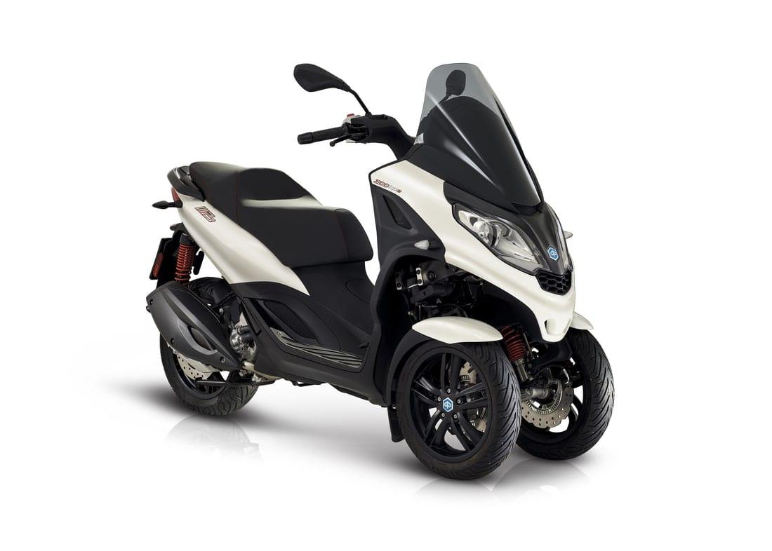 MP3 300 HPE Sport - קטנוע מנהלים 3 גלגלים ספורטיבי